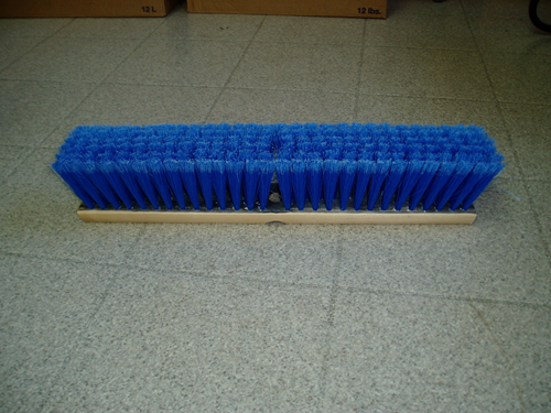 Photo de Brosse en trilon bleu 16""