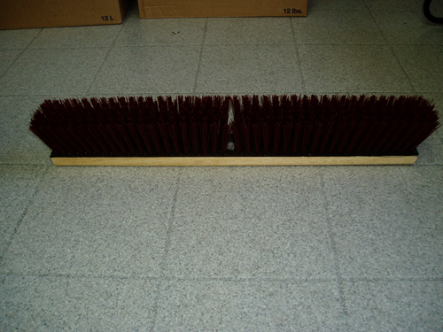 Photo de Brosse en placron rouge 24""